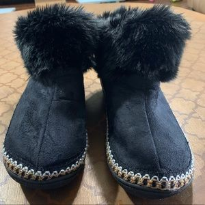 NWOT! Isotoner Booties with Fur Lining